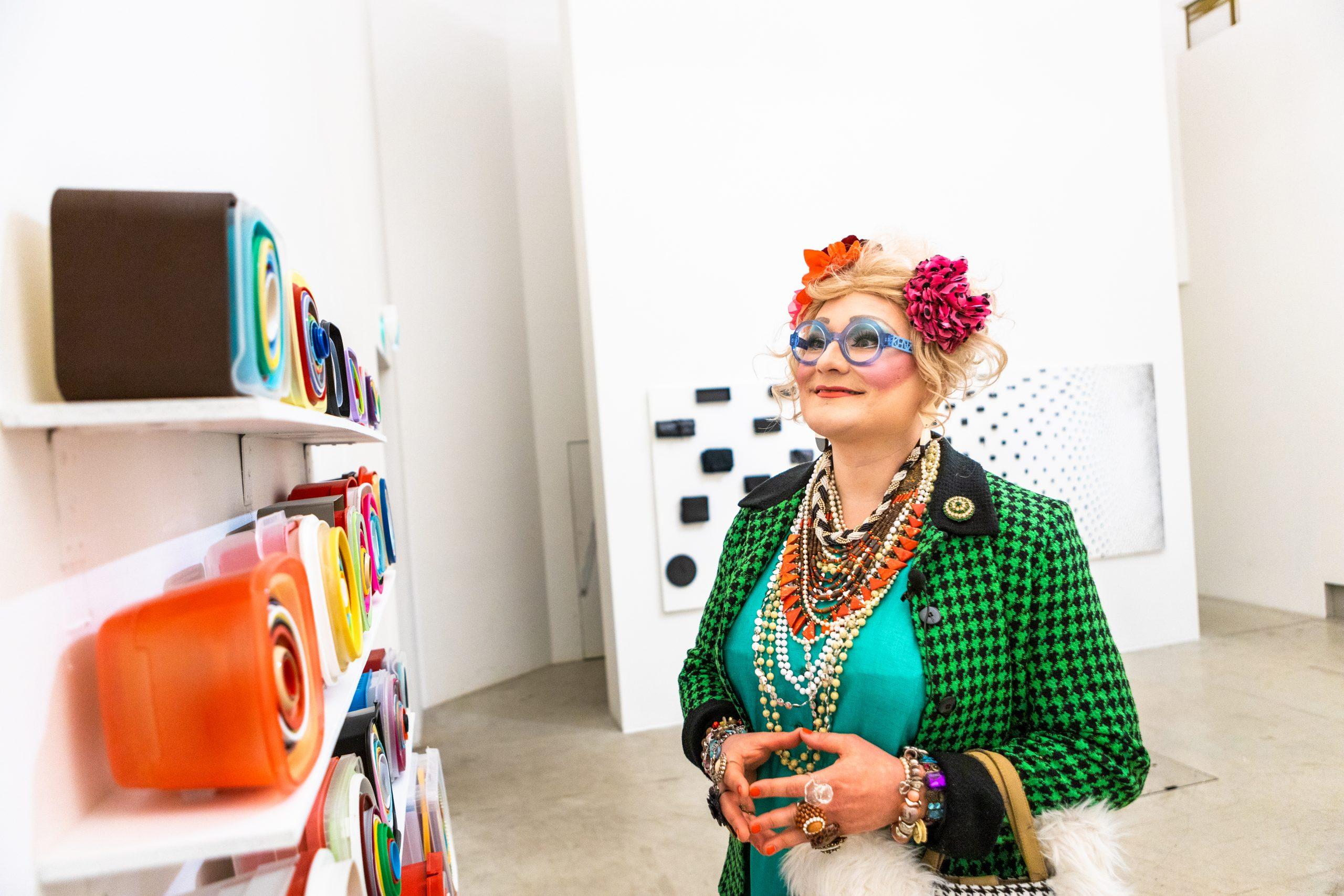 Maimu Brushwood o.s. Huolirinta Maija Närhisen näyttelyssä