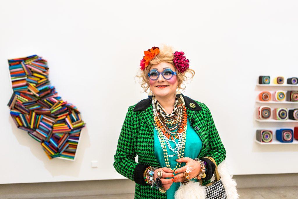 Maimu Brushwood o.s. Huolirinta Maija Närhisen näyttelyssä.